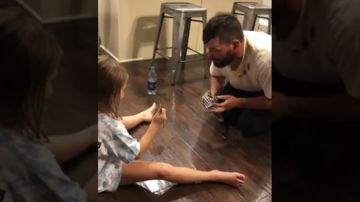 Padre engaña a su hija
