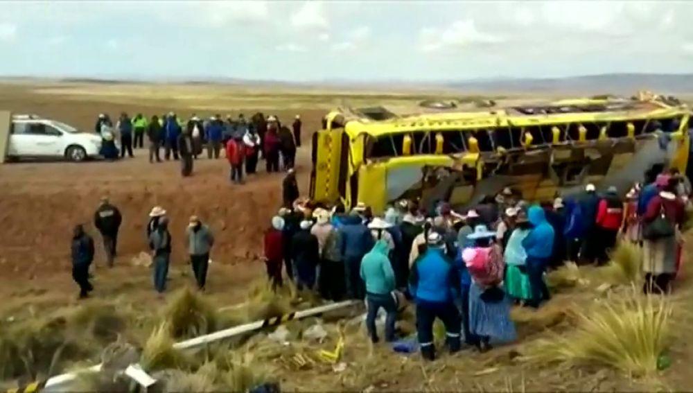 Fallecen 18 personas en un accidente de autobús en Perú