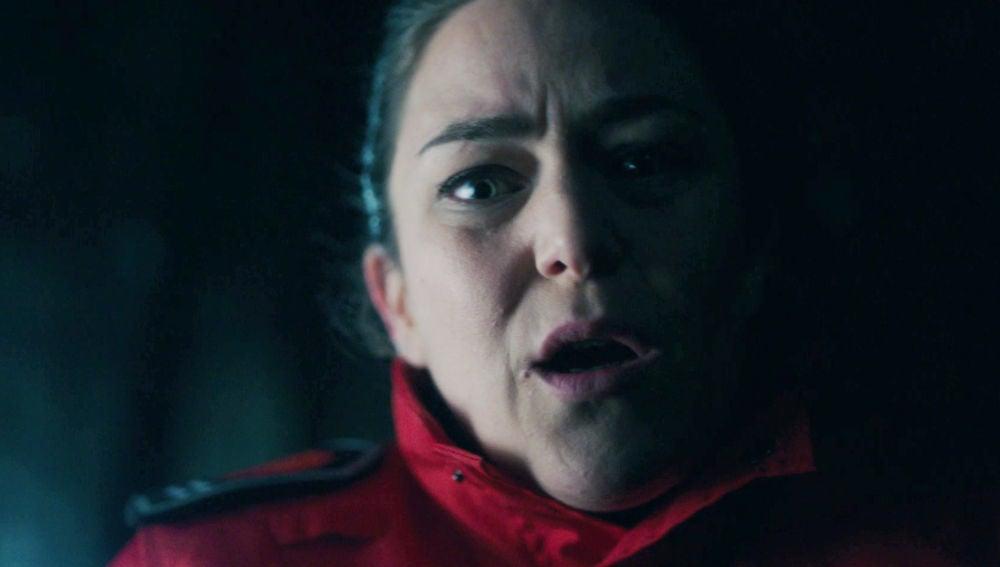Susana encuentra a Jon malherido en medio del bosque