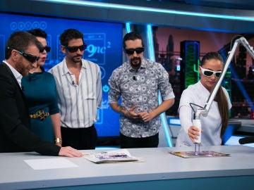 VÍDEO: Debi Mazar y Paco León alucinan con el borrador láser acústico, la revolución para quitar tatuajes de tu piel
