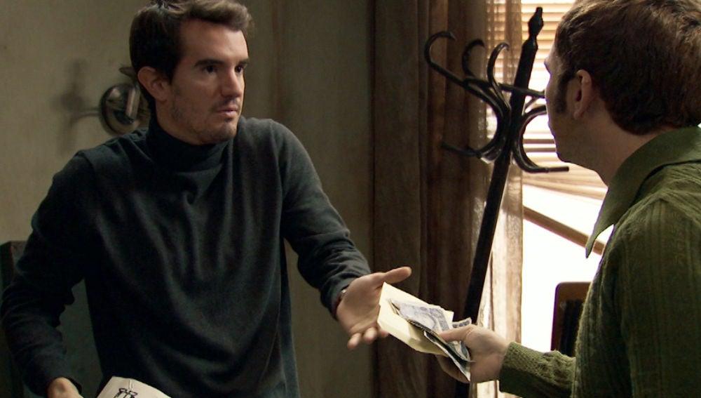 Miguel culpa a John del robo de dinero en la revista