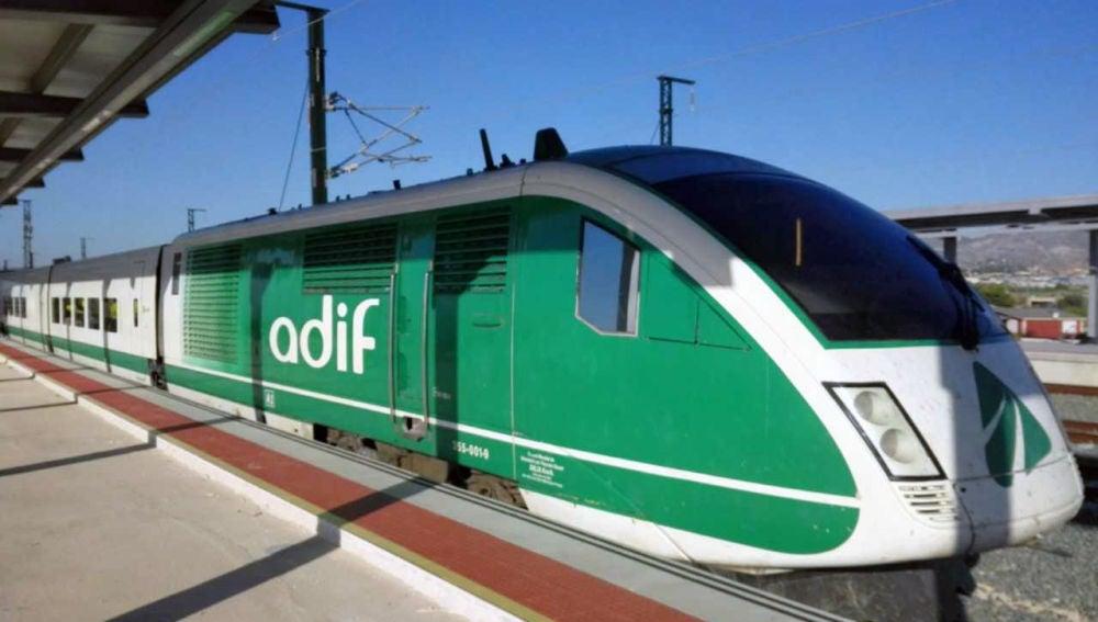 Tren de alta velocidad en pruebas en la estación del AVE de Elche