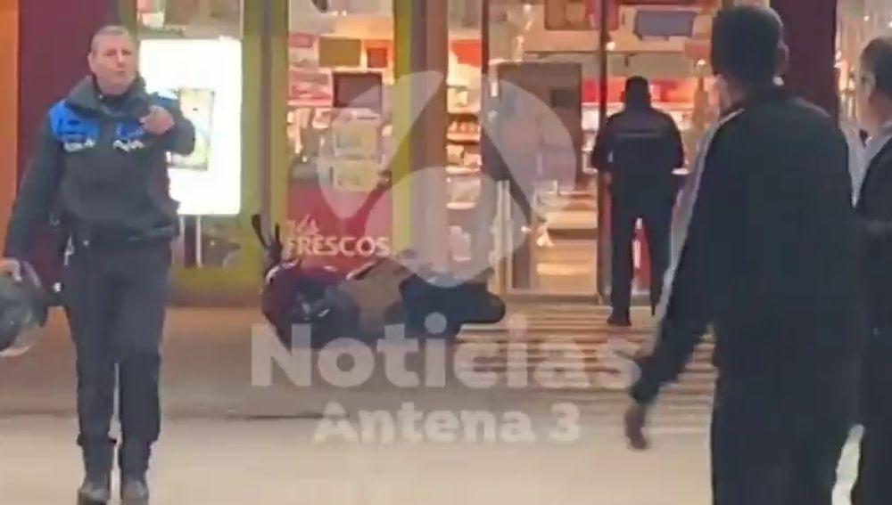 Dos detenidos por atracar con un cuchillo en un supermercado de Terrassa