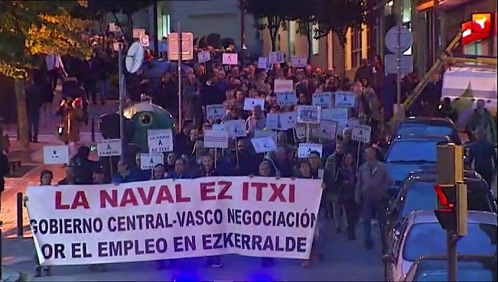 Más de 2.000 personas apoyan a los trabajadores de La Naval tras conocerse que Van Oord no construirá la draga
