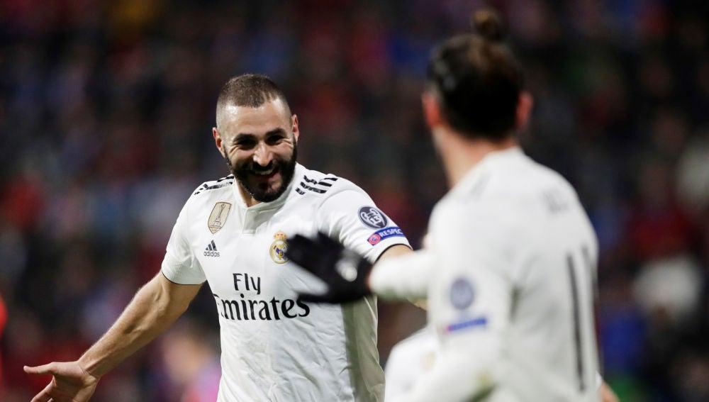 Benzema celebrando uno de sus goles contra el Viktoria Plzen