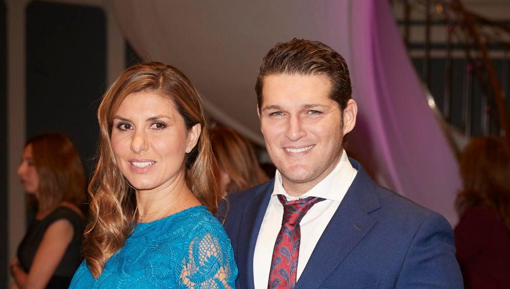 Manu Tenorio y Silvia Casas