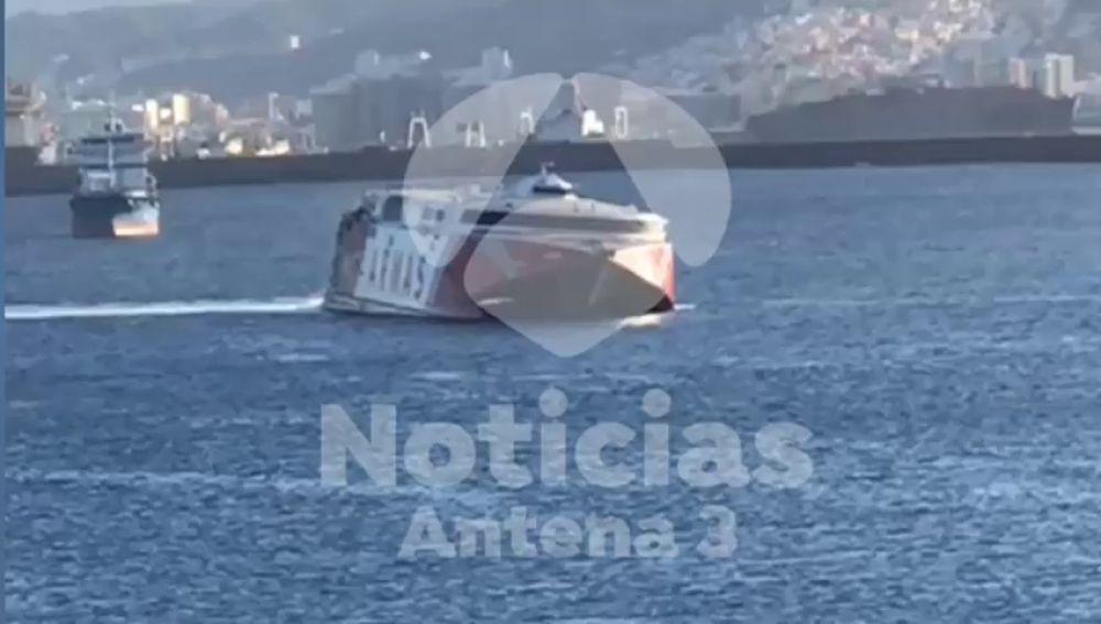 REEMPL: Tres personas rescatadas tras caer al agua al chocar un ferry con su barca en Gran Canaria