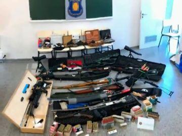 Este es el arsenal de armas que tenía el hombre que quería matar a Sánchez en su casa