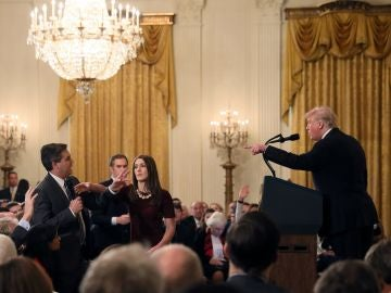 Tenso momento en la rueda de prensa de Trump