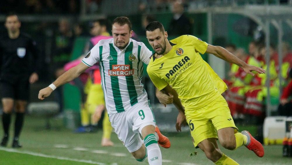 Momento del partido entre el Rapid de Viena y el Villarreal