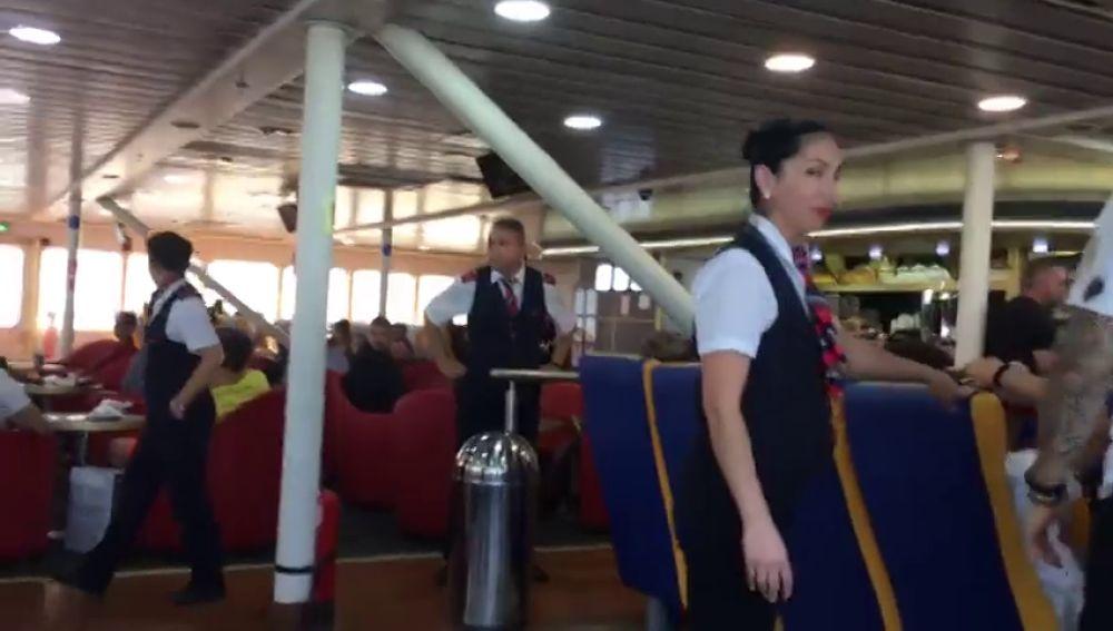 Así se ha vivido desde dentro del ferry el choque contra una barca en Gran Canaria