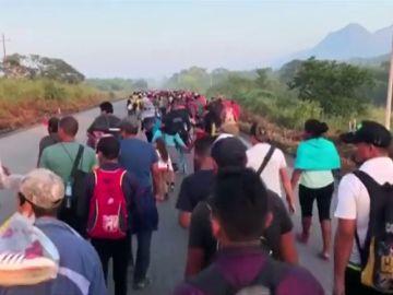 La caravana de migrantes decide si seguir su camino o quedarse en México