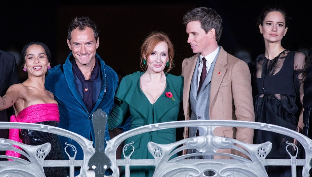 Zoe Kravitz, Jude Law, J K Rowling, Eddie Redmayne y Katherine Waterson