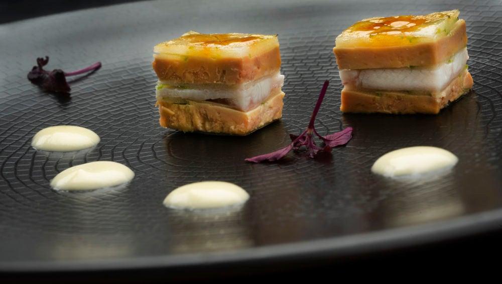 Milhojas caramelizado de foi gras.
