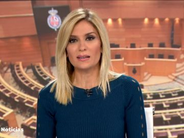 Sandra Golpe presenta Antena 3 Noticias 1