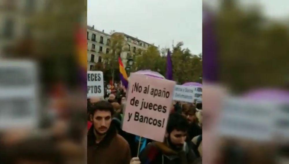 Cientos de personas protestan ante el Supremo contra el fallo sobre las hipotecas