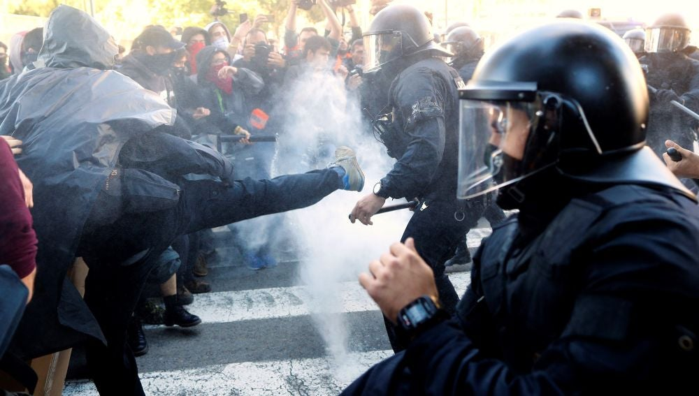 Carga policial contra los CDR en Barcelona