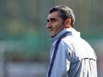 Ernesto Valverde, en el entrenamiento matinal del FC Barcelona
