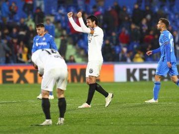 Dani Parejo celebra su gol en el Coliseum
