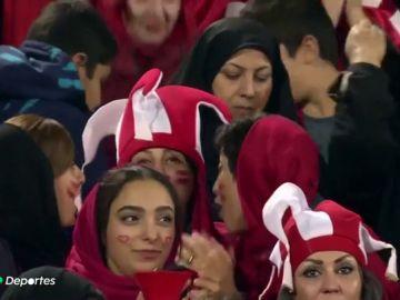 Día histórico en Irán: mujeres en un estadio por primera vez desde 1979