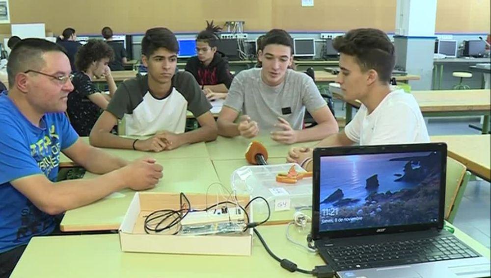 Adolescentes fabrican aplicaciones para discapacitados