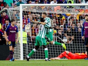 Joaquín celebra su gol en el Camp Nou
