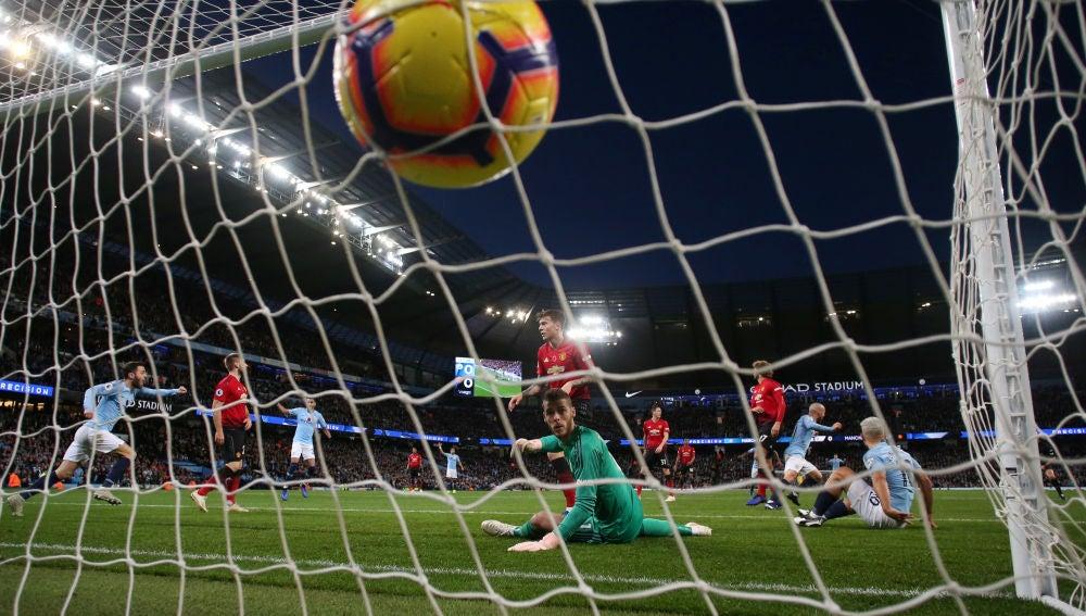 David Silva bate a De Gea para hacer el 1-0 ante el United