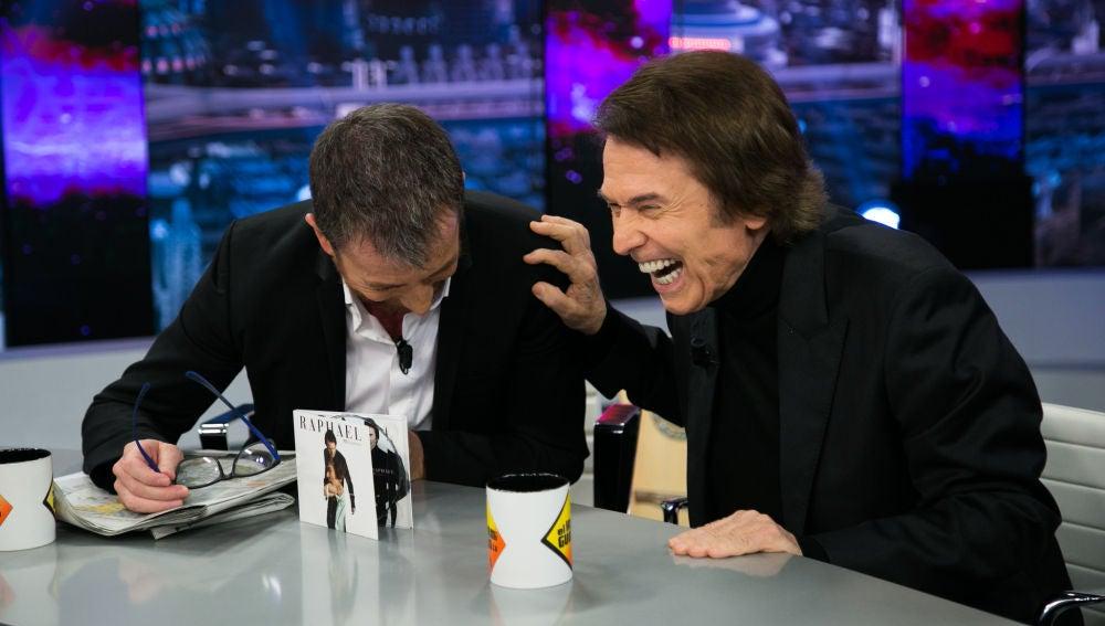 """VÍDEO: Raphael confiesa en 'El Hormiguero 3.0' qué es """"lo novedoso y excitante"""" de su nuevo disco"""
