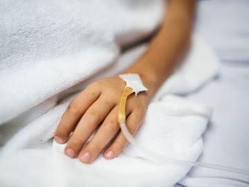 Un niño en un hospital.