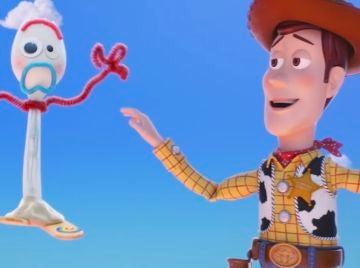 Forky y Woody en 'Toy Story 4'
