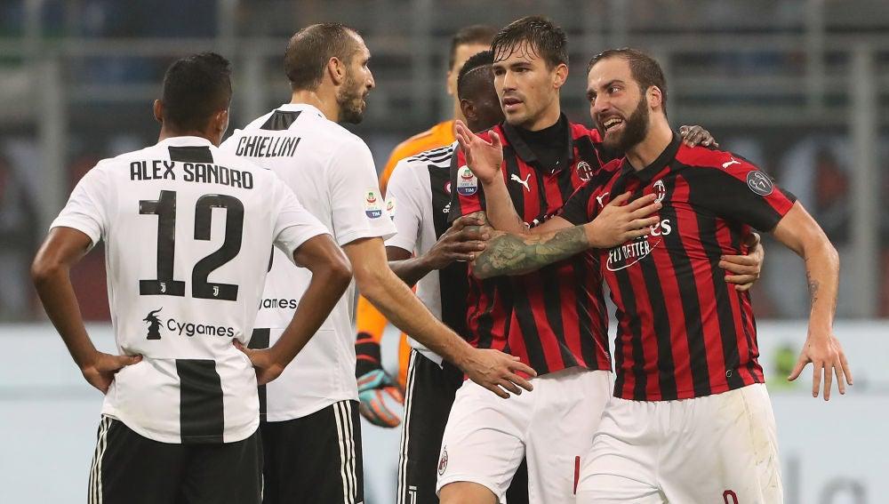 Higuaín expulsado del Milán - Juventus tras una doble amarilla directa