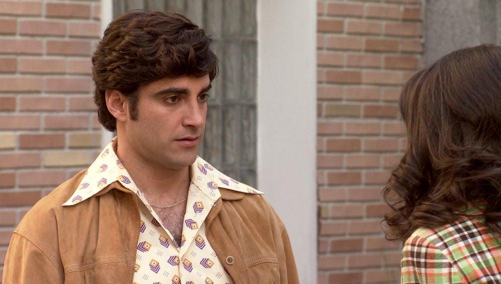 Álvaro, desilusionado tras saber que el padre de Carolina le odia