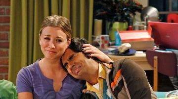 Penny y Raj en 'The Big Bang Theory'