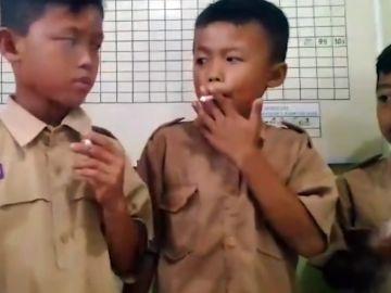 Niños castigados con fumar