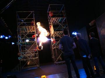 VÍDEO: Enrique San Francisco alucina con la escalera de fuego en 'El Hormiguero 3.0'