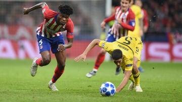 Thomas pelea un balón en el partido ante el Dortmund