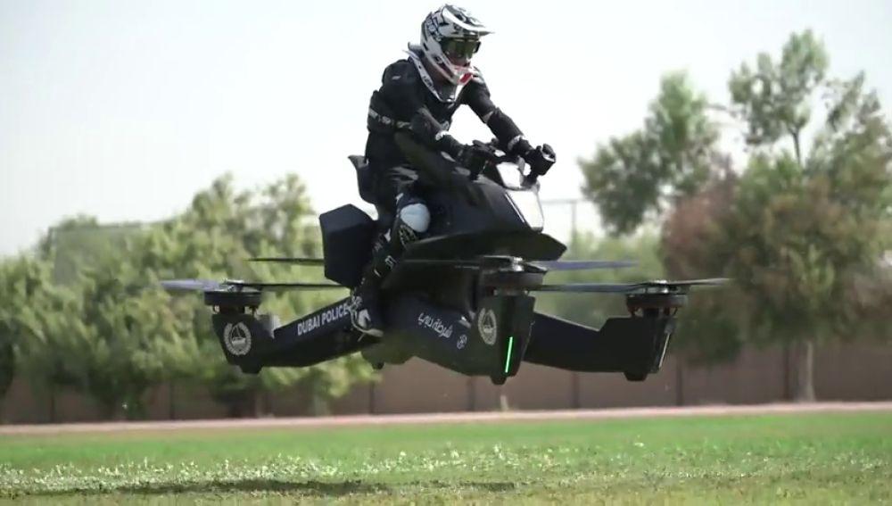 La policial de Dubái patrullará en motos voladoras en 2020