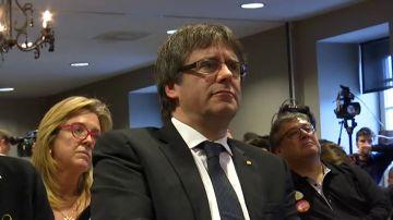 Puigdemont ofrece ser el número dos de Junqueras en una lista unitaria para las elecciones europeas