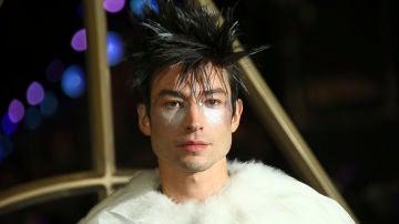Ezra Miller en la premiere de 'Animales Fantásticos: Los crímenes de Grindelwald' en Londres