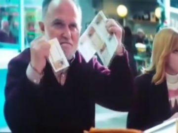 El nuevo anuncio de la Lotería de Navidad cuenta la historia de un hombre que todos los años gana el Gordo