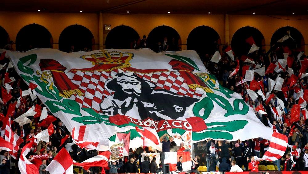 Aficionados del Mónaco en el estadio Luis II