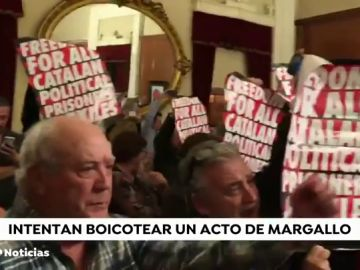 Los independentistas boicotean una conferencia de Margallo en Reus