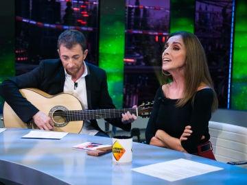 Ana Belén deleita al público de 'El Hormiguero 3.0' cantando 'Let it be' con Pablo Motos a la guitarra