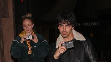 Sophie Turner y Joe Jonas se la 'juegan' a los paparazzis
