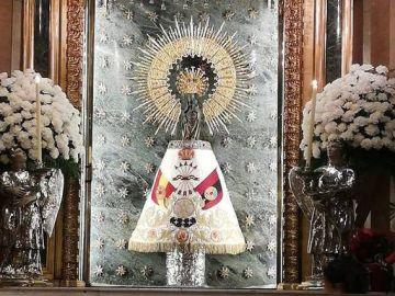 La Virgen del Pilar con el manto de la Falange