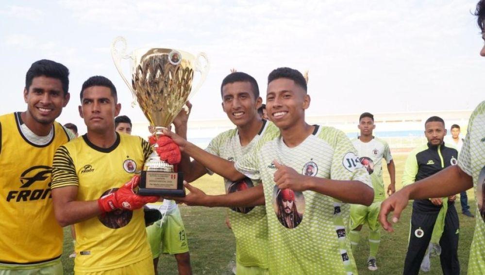 Los jugadores del Molinos El Pirata FC celebran su triunfo