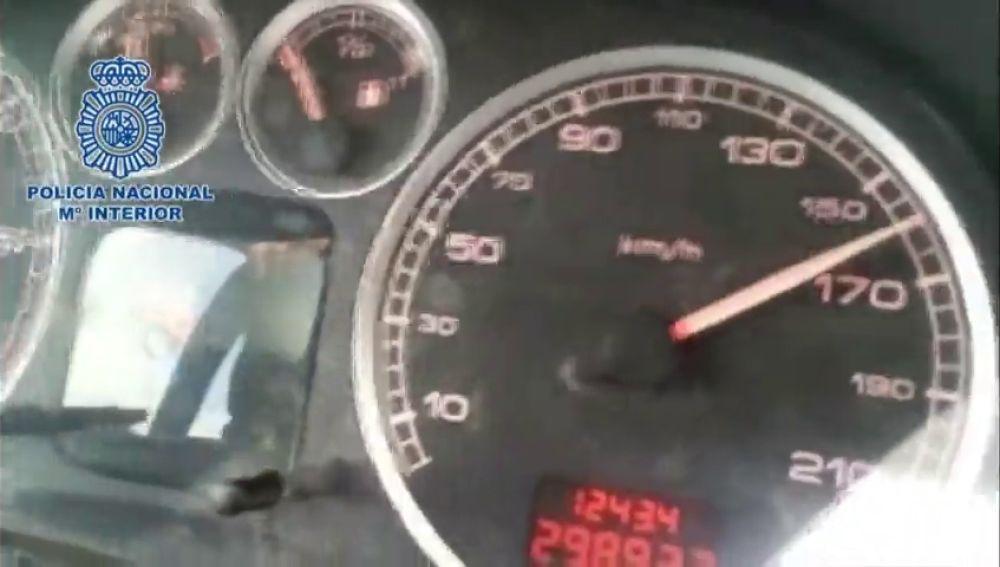 """Detenido un menor de 17 años que conducía a 160 km/h """"jaleado"""" por su padre"""