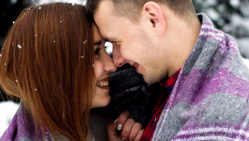 Un beso puede causar una reacción alérgica.