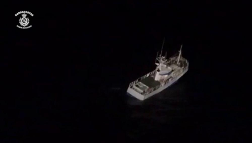 Rescatados 7 pescadores antes de que se hundiera su barco