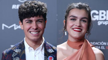 Alfred y Amaia posaron por separado en la gala 'People in Red'